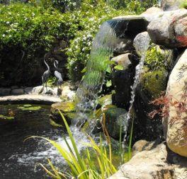 Stylish outdoor garden water fountains ideas 38