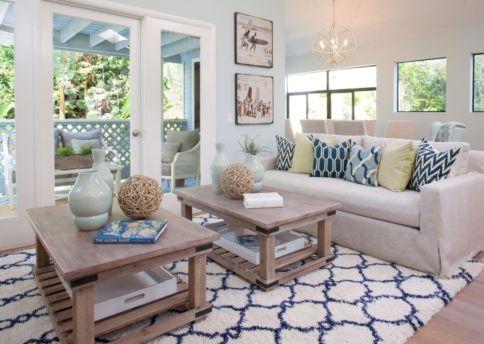 Creative diy beachy living room decor ideas (36)