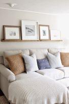 Creative diy beachy living room decor ideas (44)
