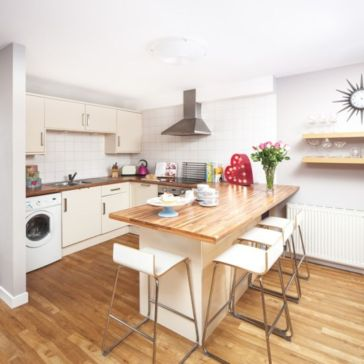 Inspiring u shaped kitchen ideas with breakfast bar (1)