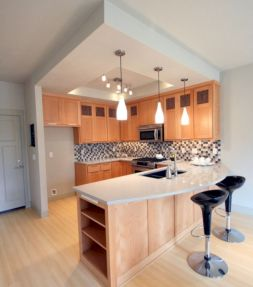 Inspiring u shaped kitchen ideas with breakfast bar (39)