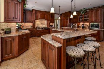 Inspiring u shaped kitchen ideas with breakfast bar (43)