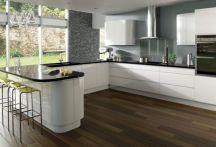 Inspiring u shaped kitchen ideas with breakfast bar (47)
