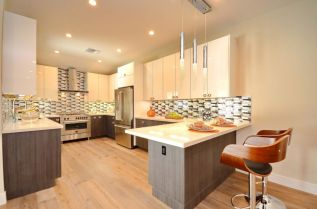 Inspiring u shaped kitchen ideas with breakfast bar (50)