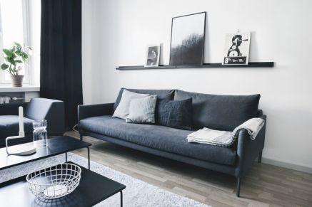 Stylish dark wood floor ideas for your living room (42)