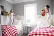 Adorable and fun christmas kids room design ideas 22