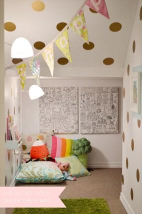 Adorable and fun christmas kids room design ideas 53