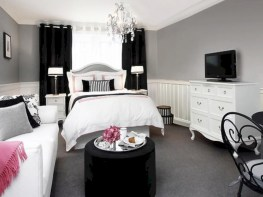 Amazing black and white bedroom ideas (42)