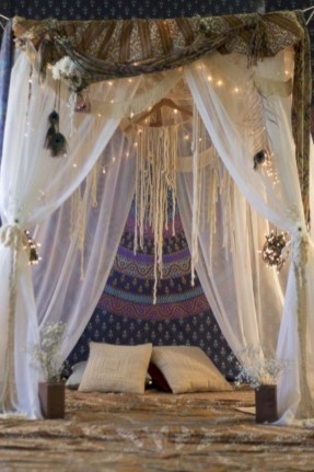 Amazing bohemian bedroom decor ideas 37