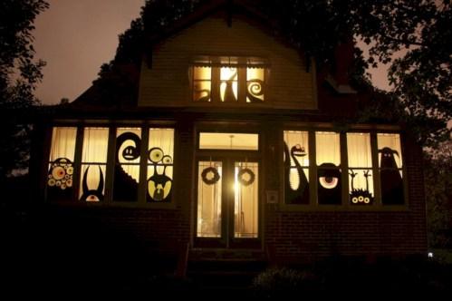 Amazing halloween window decoration ideas 05