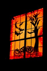 Amazing halloween window decoration ideas 16