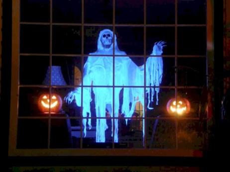 Amazing halloween window decoration ideas 19