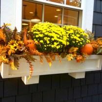 Amazing halloween window decoration ideas 31