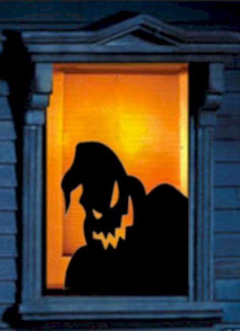 Amazing halloween window decoration ideas 37