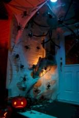 Amazing halloween window decoration ideas 41