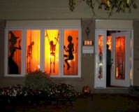 52 Amazing Halloween Window Decoration Ideas - Round Decor