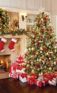 Beautiful christmas decoration ideas in red domination 36