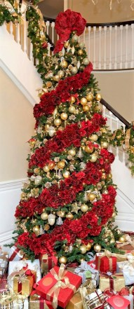 Beautiful christmas decoration ideas in red domination 50