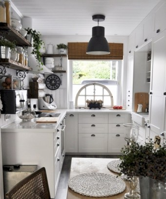 Chic kitchen ideas for small apartment 25