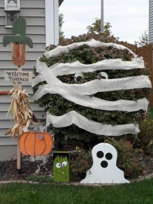 Creative diy halloween decorations using spider web 32