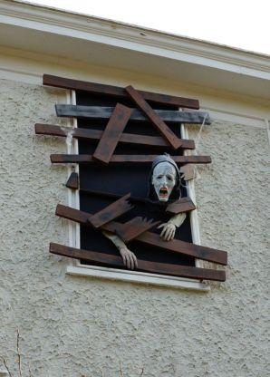 Creative diy halloween outdoor decoration ideas 23