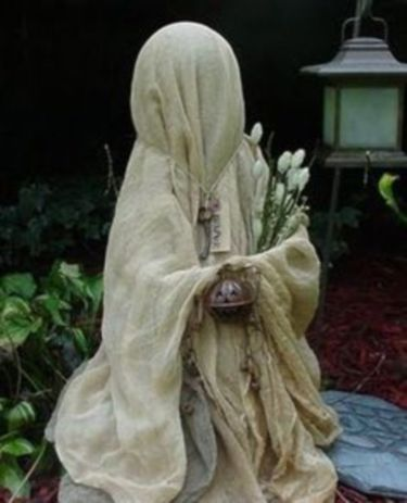 Creative diy halloween outdoor decoration ideas 29