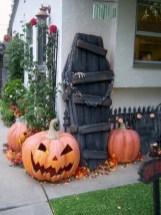 Creative diy halloween outdoor decoration ideas 43