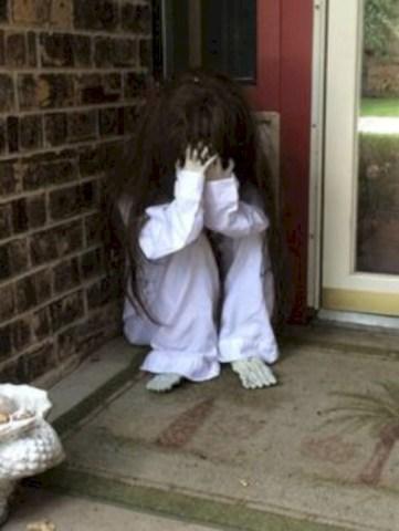 Creative diy halloween outdoor decoration ideas 51
