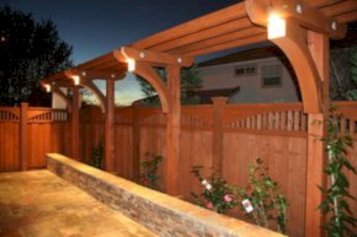 Diy backyard privacy fence ideas on a budget (24)