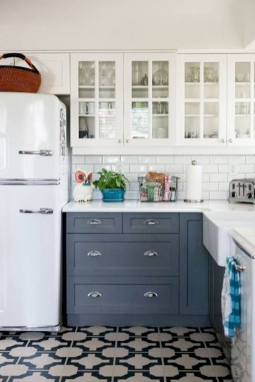 Decorate awesome kitchen with farmhouse cabinet (41)