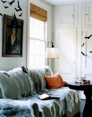 Elegant halloween living room decoration ideas 40