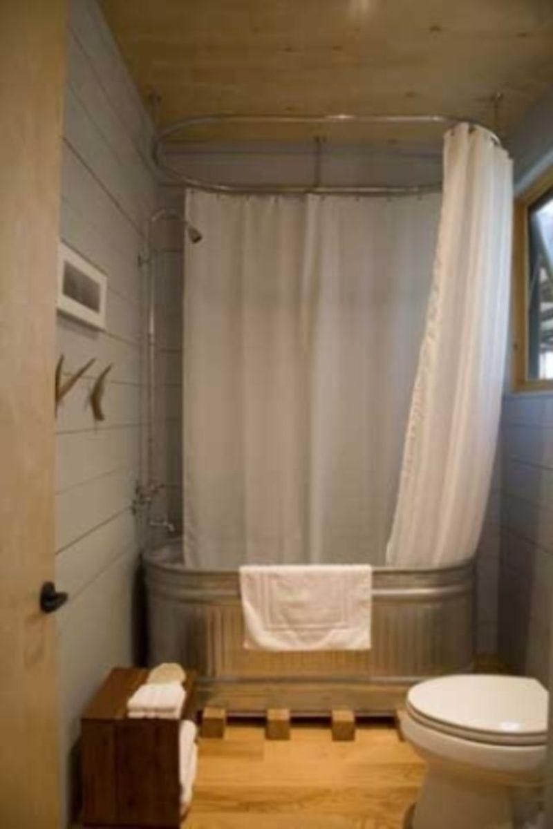 Farmhouse bathroom ideas for small space (12)