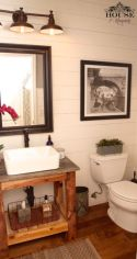 Farmhouse bathroom ideas for small space (17)