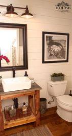 Farmhouse bathroom ideas for small space (17)