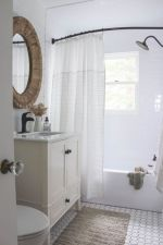 Farmhouse bathroom ideas for small space (4)