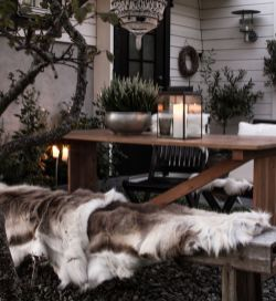 Ideas how to make comfortable rustic outdoor christmas décoration 09