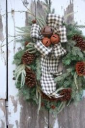 Ideas how to make comfortable rustic outdoor christmas décoration 15