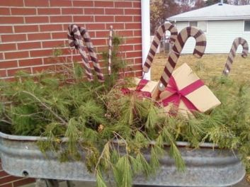 Ideas how to make comfortable rustic outdoor christmas décoration 55