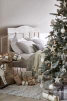 Inspiring christmas bedroom décoration ideas 27