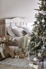 Inspiring christmas bedroom décoration ideas 27