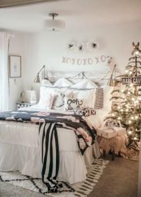 Inspiring christmas bedroom décoration ideas 30