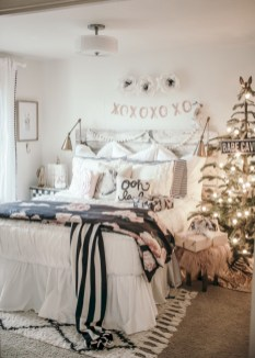 Inspiring christmas bedroom décoration ideas 30