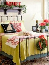 Inspiring christmas bedroom décoration ideas 35
