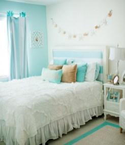 Inspiring christmas bedroom décoration ideas 43