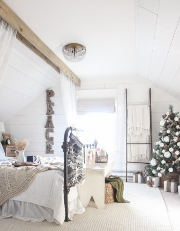 Inspiring christmas bedroom décoration ideas 55