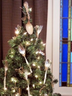 Inspiring christmas decorations ideas with traditional touch 33