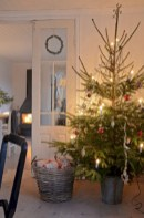 Inspiring christmas decorations ideas with traditional touch 36