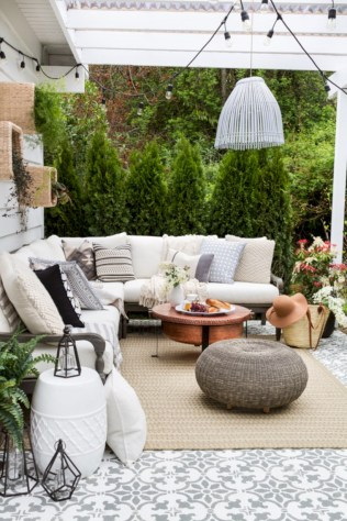 Lovely patio outdoor space ideas on a minimum budget (12)