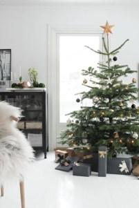 Minimalist and modern christmas tree décoration ideas 07