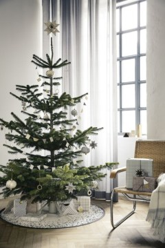 Minimalist and modern christmas tree décoration ideas 20